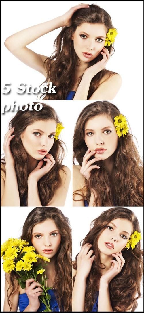 Девушка с желтыми цветами - растровый клипарт
