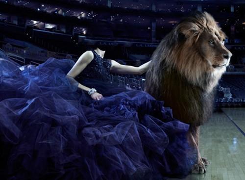 Шаблон для фотошопа - Барышня в пышном платье со львом