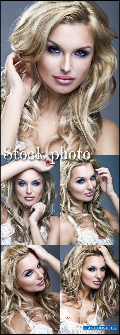 Гламурная девушка с длинными светлыми волосами / Charming blonde, stylish g ...