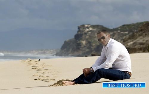 Мужской шаблон - Сидит на пляже
