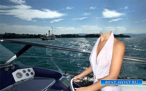 PSD шаблон - Девушка на море за рулем катера