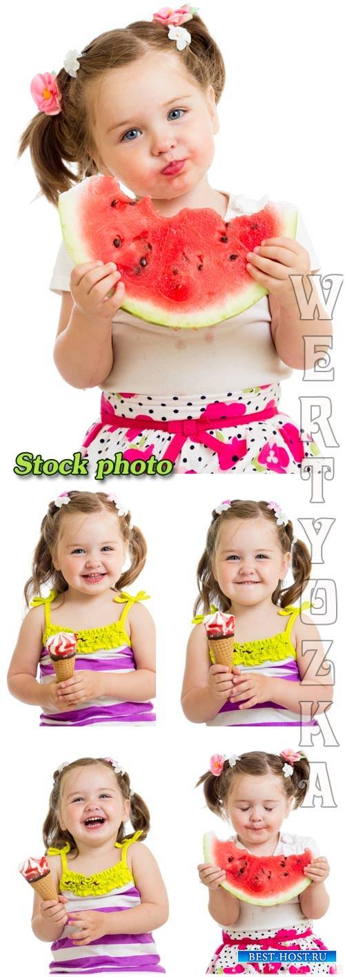 Девочка с арбузом, девочка с мороженым / Girl with watermelon, girl with ic ...