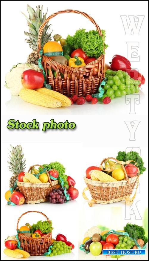 Овощи и фрукты  , корзина с овощами / Vegetables and fruit, a basket of veg ...