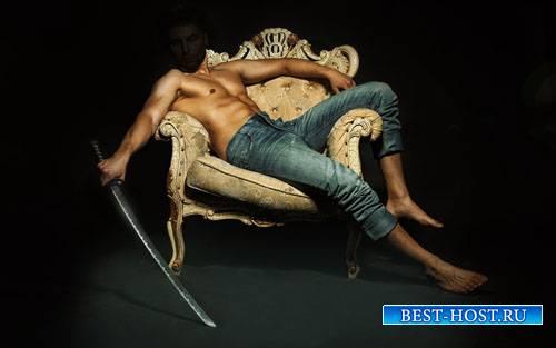 Шаблон для мужчин - На кресле с оружием в руках