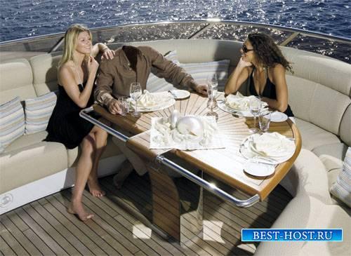 Шаблон psd - Прогулка в море на яхте с блондинкой и брюнеткой