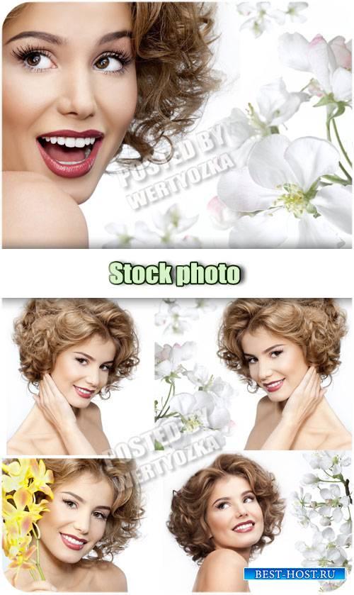 Девушка с весенними цветами / Girl with spring flowers - stock photos
