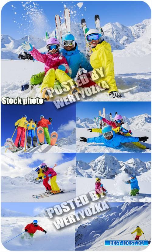 Семейный отдых на горнолыжном курорте / Family fun at ski resort - stock ph ...