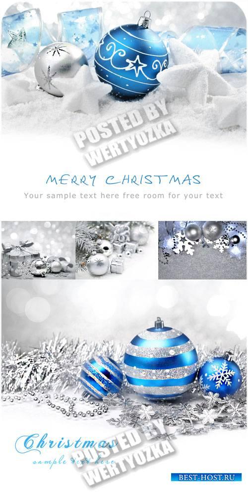 Синие и серебристые рождественские шары - сток фото