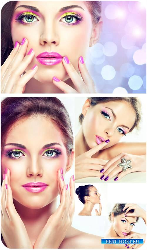 Прекрасные девушки с ярким макияжем - сток фото