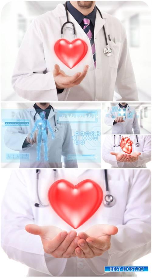Медицина, доктор с сердцем в руках