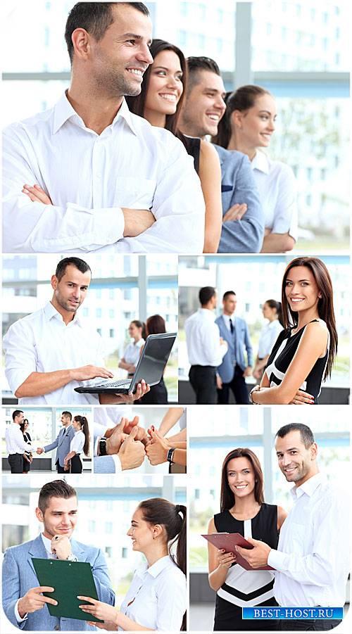Бизнес люди, работа в офисе - сток фото