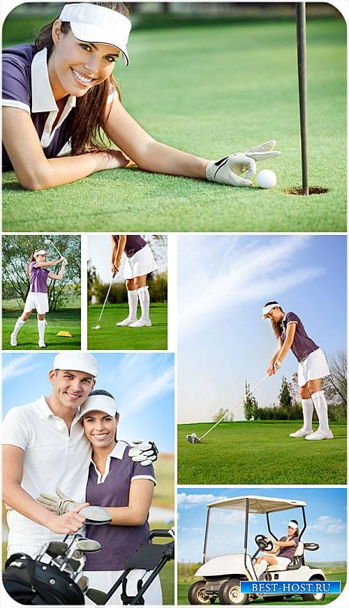 Гольф, мужчина и женщина на поле для гольфа - сток фото