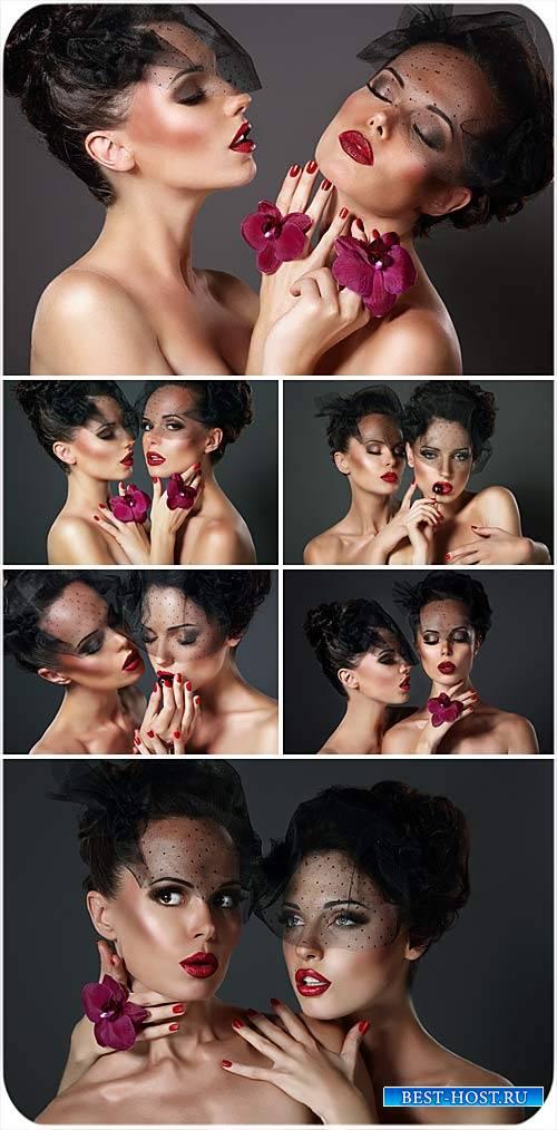 Гламурные девушки с орхидеями - сток фото