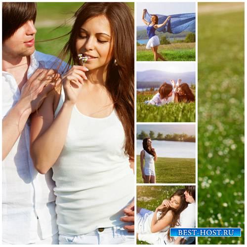 Романтичная пара на природе - сток фото