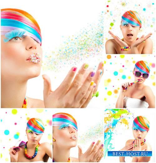 Креативная девушка с цветными волосами - сток фото