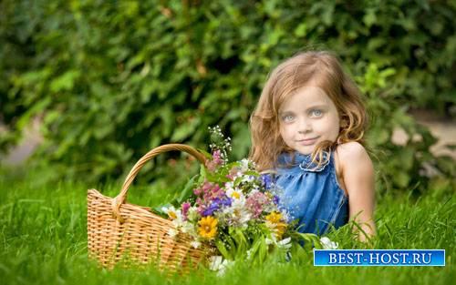 Шаблон для фотомонтажа - Милая девочка  с корзинкой цветочков