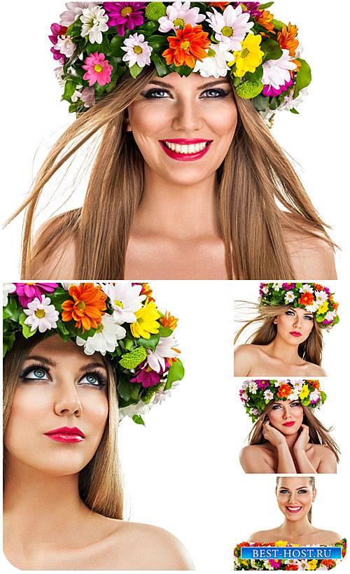 Красивая девушка в венке из цветов / Beautiful girl in a wreath of flowers  ...