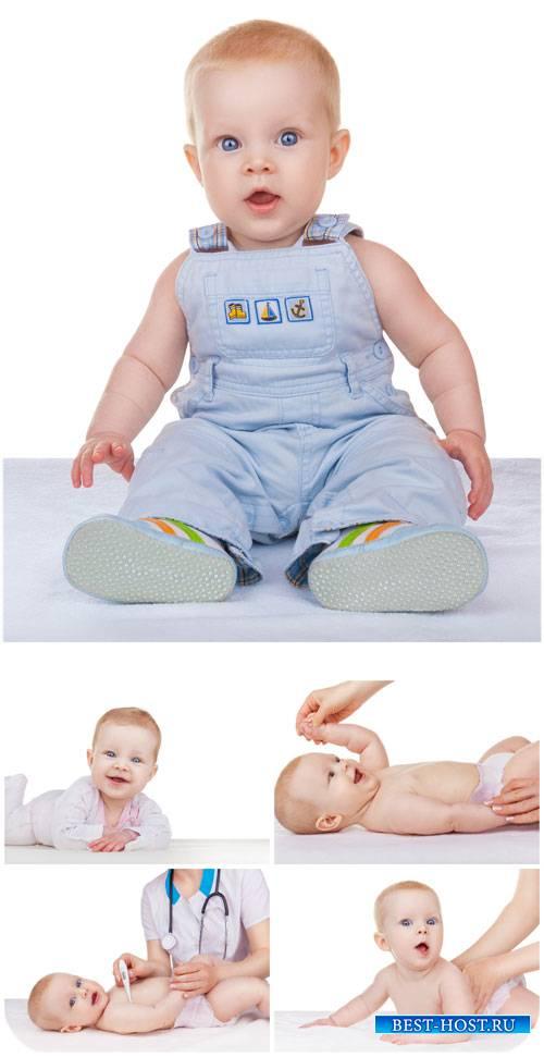 Маленький ребенок, посещение детского врача / Little kid - stock photos