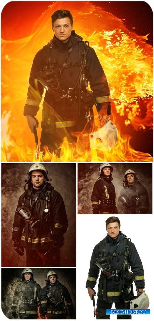 Пожарники, спасатели, спасательные работы / Firefighters, rescue workers, r ...