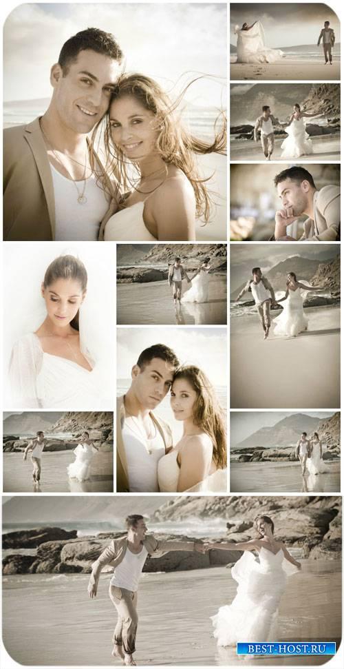 Жених и невеста на морском побережье / Bride and groom at the seaside - Sto ...