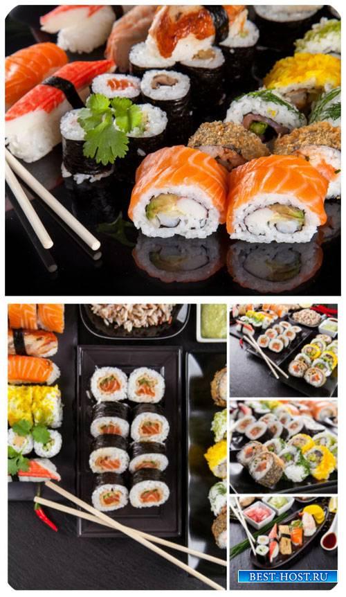Суши, блюдо традиционной японской кухни / Sushi, traditional Japanese cuisi ...