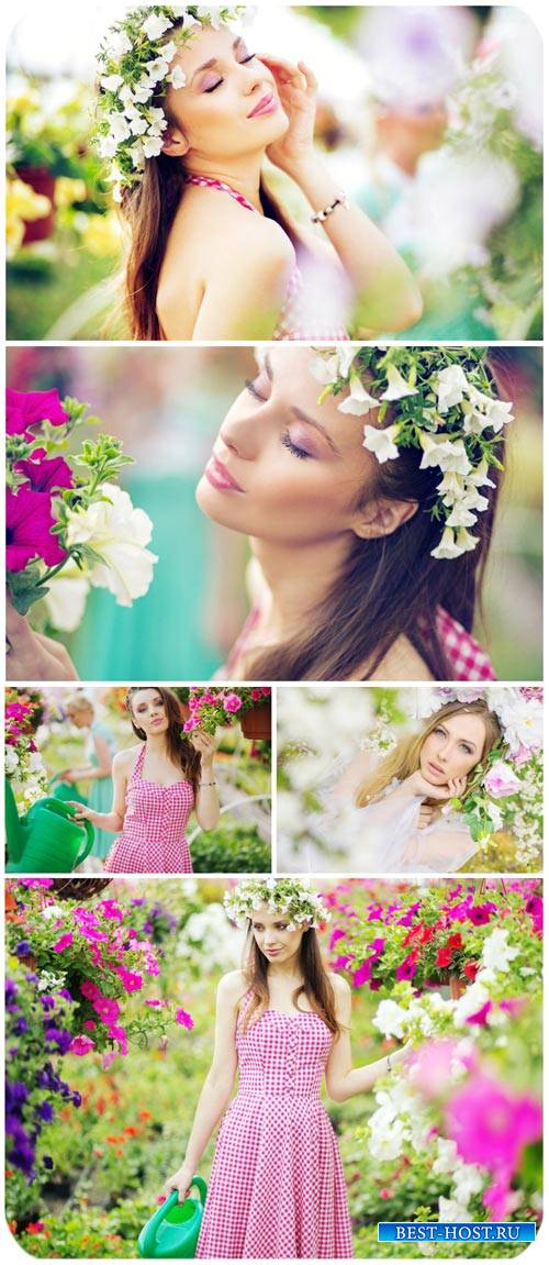 Девушки и цветы, цветочная оранжерея / Girls and flowers, flower greenhouse ...