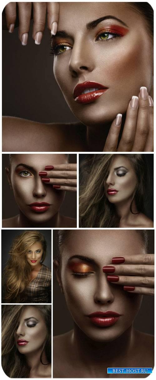 Молодая женщина с гламурным макияжем / Young woman with glamorous make-up - ...