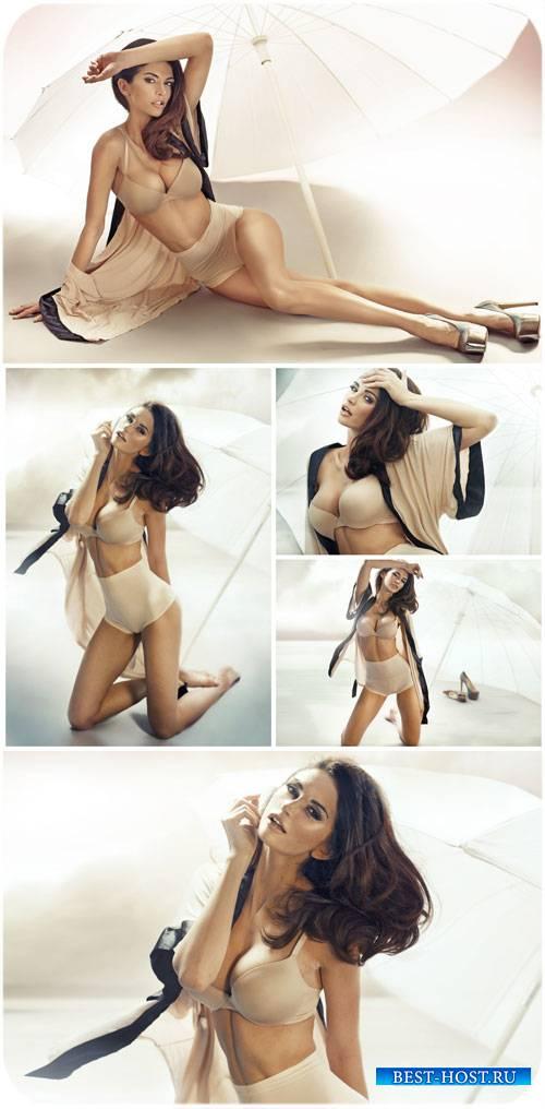 Девушка модельной внешности с зонтом / Girl model looks with umbrella - Sto ...