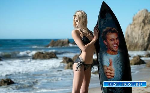 Фоторамка - Серфингистка с доской для серфинга на пляже