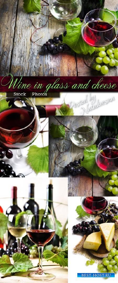 Вино в бокале и сыр – Stock photo