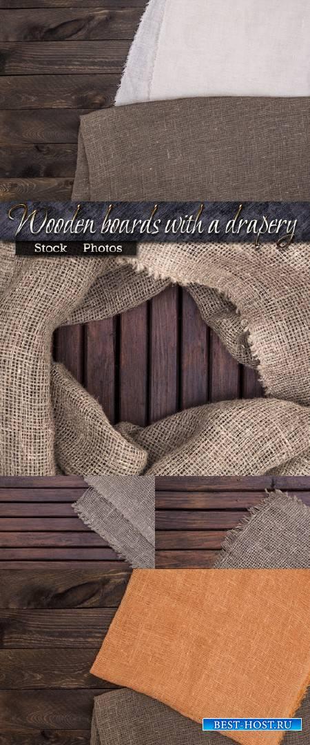 Деревянные доски с драпировкой из мешковины