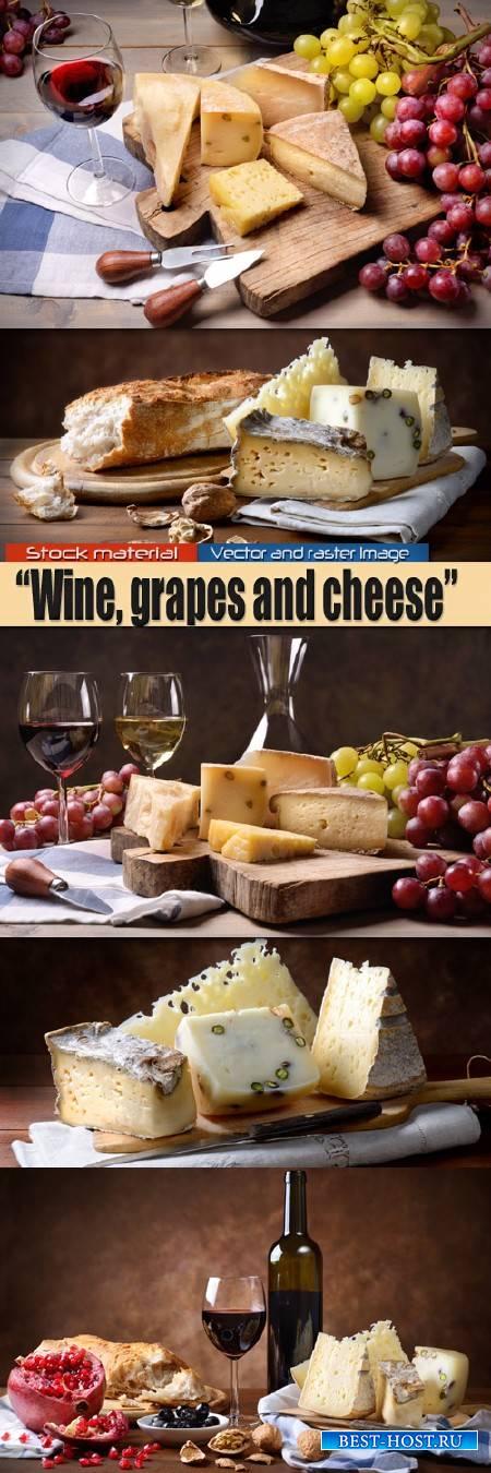 Красное вино в бокале, виноград и итальянские сыры
