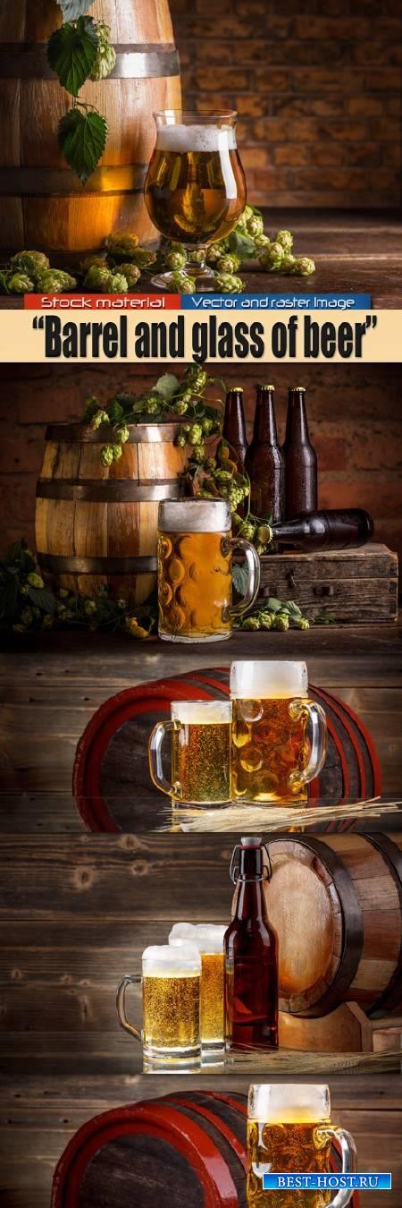 Бочка с веточкой хмеля и кружка пива