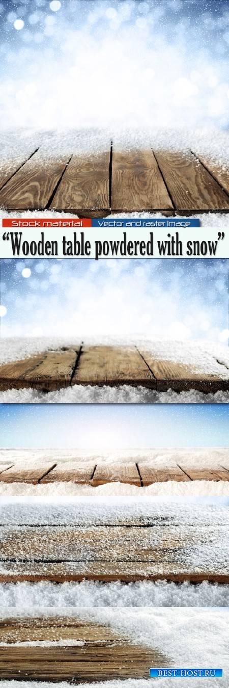 Деревянный стол, припорошенный снегом - Зимние фоны