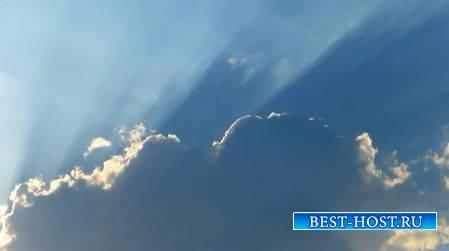 Футаж - Солнечные  лучи сквозь облака