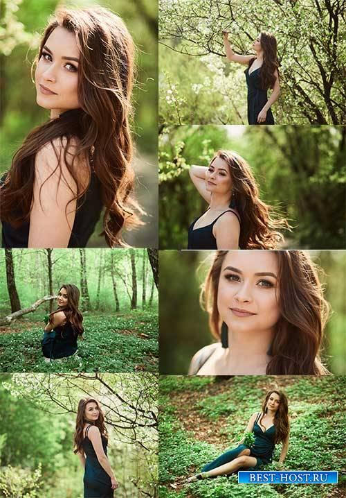 Девушка в лесу - Растровый клипарт / Girl in the forest - Raster clipart