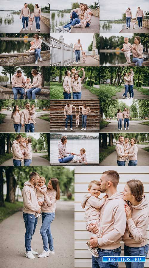 Счастливая семья с ребёнком - Растровый клипарт / Happy family with baby -  ...